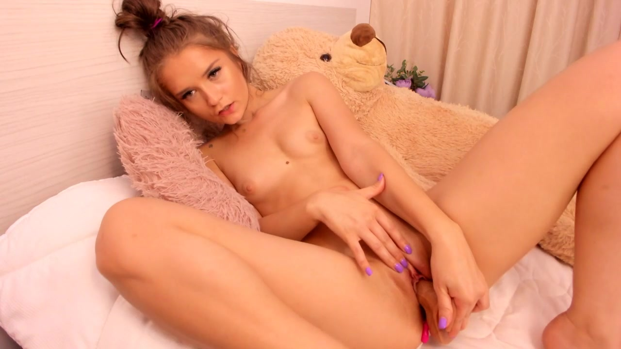 Skinny Teen Pussy Play Solo